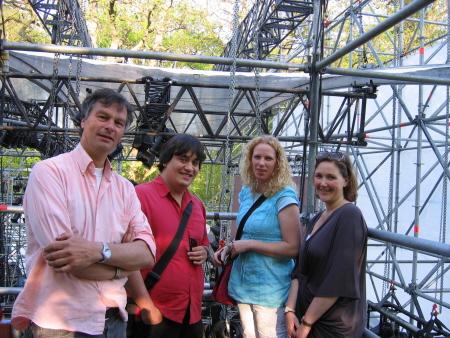 Ik samen met Helga, Sascha en burgemeester Bernt Schneiders backstage (foto Moussa Aynan)