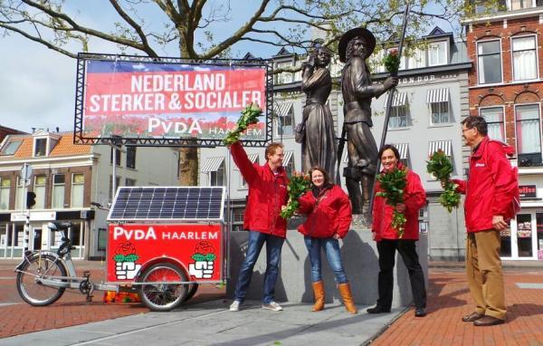 Kenau en Ripperda met rode rozen (foto: Martien Brander)