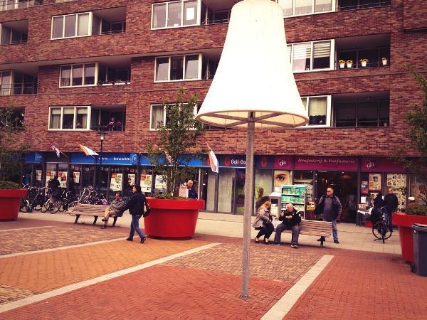 Marsmanplein: Delftwijk is een plein rijker